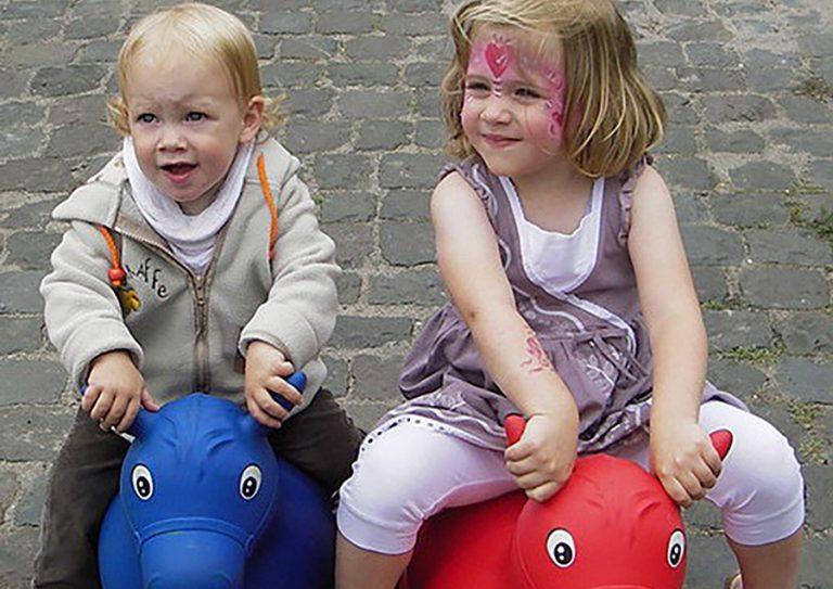 Steffis-Hits-for-Kids_Galerie_Pferde_hüpfen