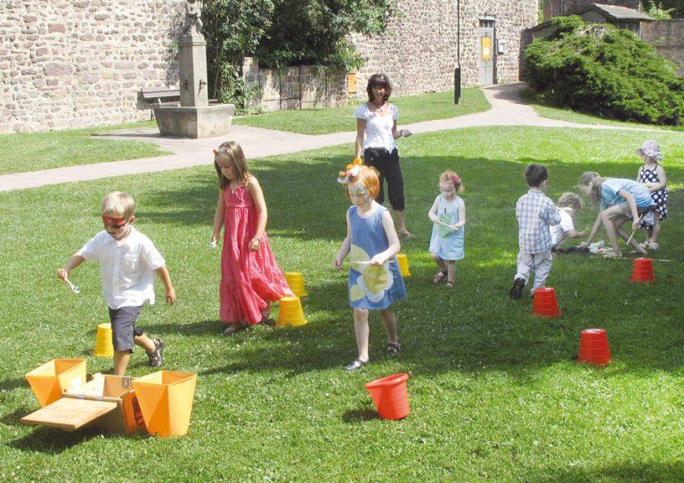 Steffis-Hits-for-Kids_Galerie_Spielen_Park_Mauer
