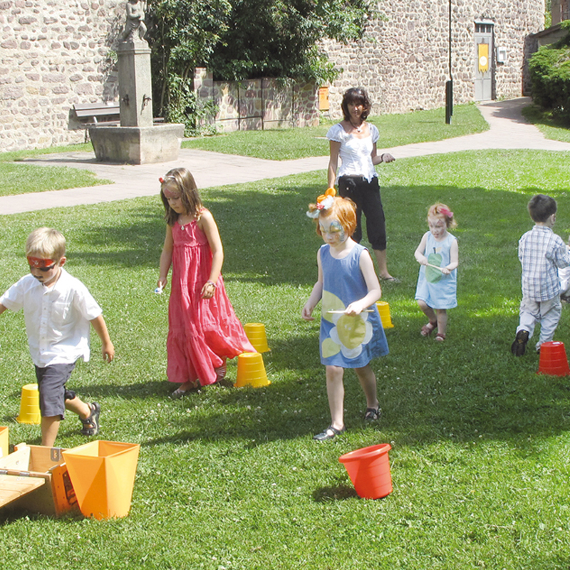 Steffis-Hits-for-Kids_Kinderanimation_Mauer_Spielen_Quadrat