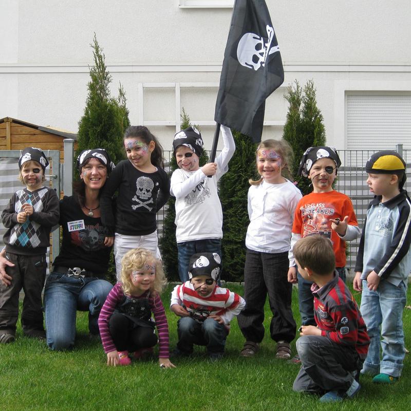 Steffis-Hits-for-Kids_Kindergeburtstage_Gruppe_Garten